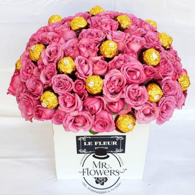 Arreglo con 75 Rosas y 16 Ferreros