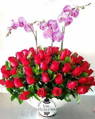 Arreglo con 50 Rosas y Orquidea doble